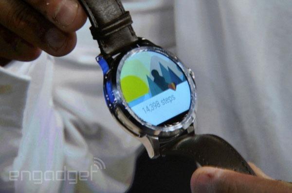 Fossil tiết lộ về smartwatch mặt tròn chạy Android Wear và dùng bộ xử lý Intel