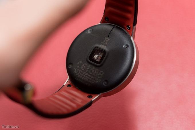 tren tay smartwatch alcatel onetouch watch - thiet ke mat sau