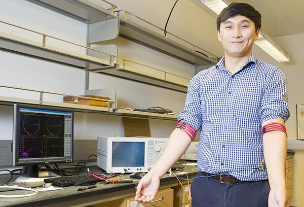 Đại học California phát triển công nghệ truyền dữ liệu không dây dùng từ trường cơ thể người