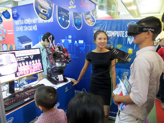 Kính thực tế ảo Oculus Rift xuất hiện tại Techmart 2015
