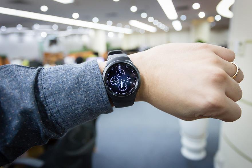 mo hop dong ho thong minh smartwatch mat tron samsung gear s2 02