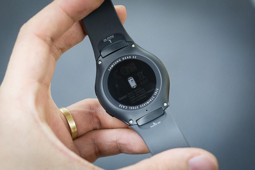 mo hop dong ho thong minh smartwatch mat tron samsung gear s2 04