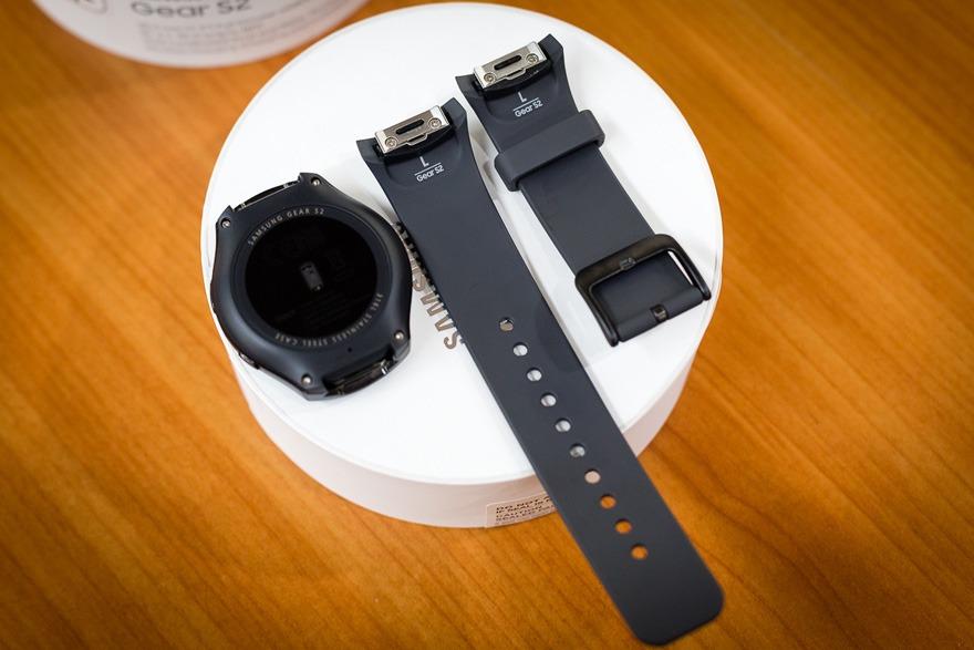 mo hop dong ho thong minh smartwatch mat tron samsung gear s2 05