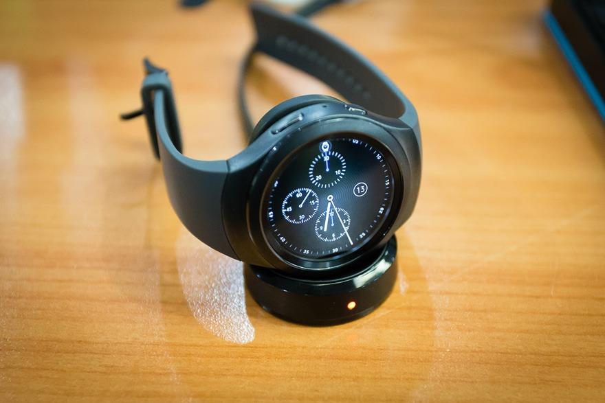 mo hop dong ho thong minh smartwatch mat tron samsung gear s2 07