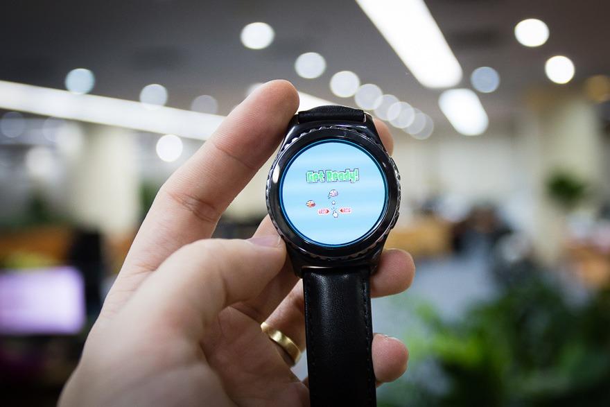 mo hop dong ho thong minh smartwatch mat tron samsung gear s2 10