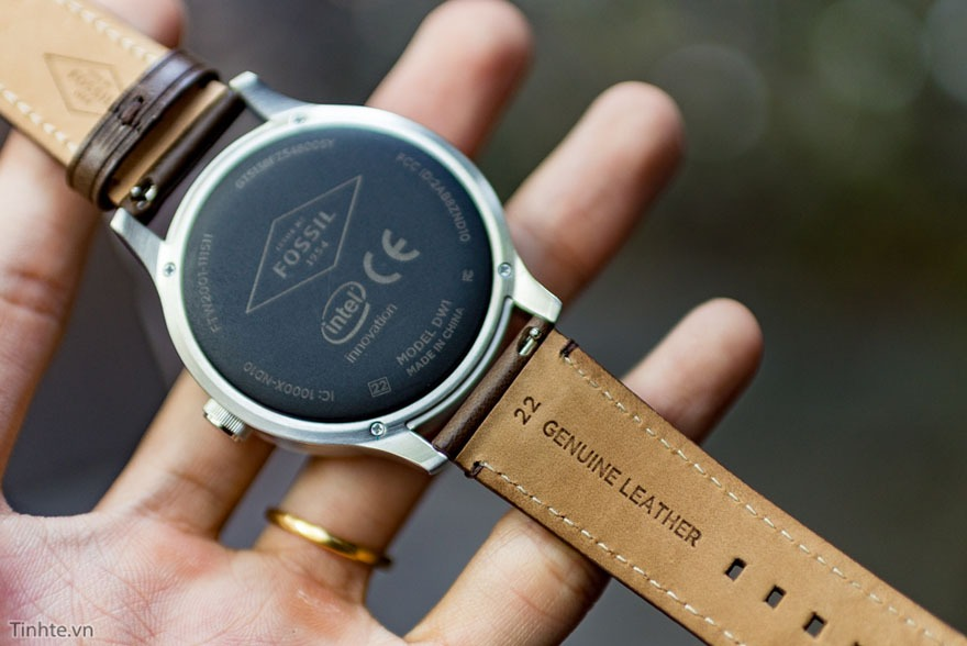 mo hop fossil q founder: dong ho thong minh chay android wear 14