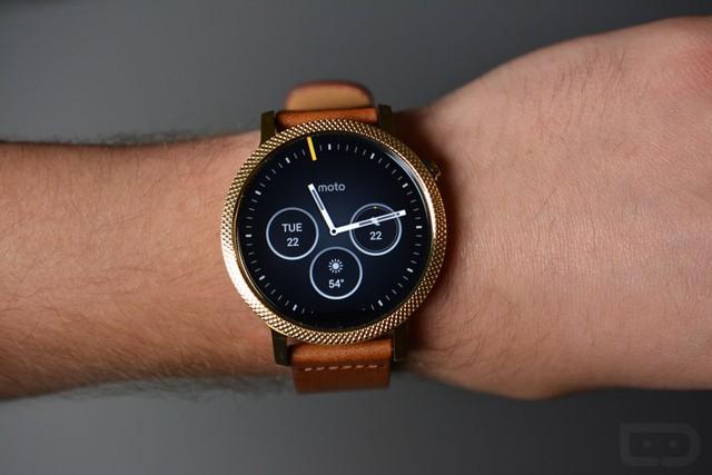 top 5 smartwatch dang mua nhat hien nay: smartwatch moto 360 (2015)