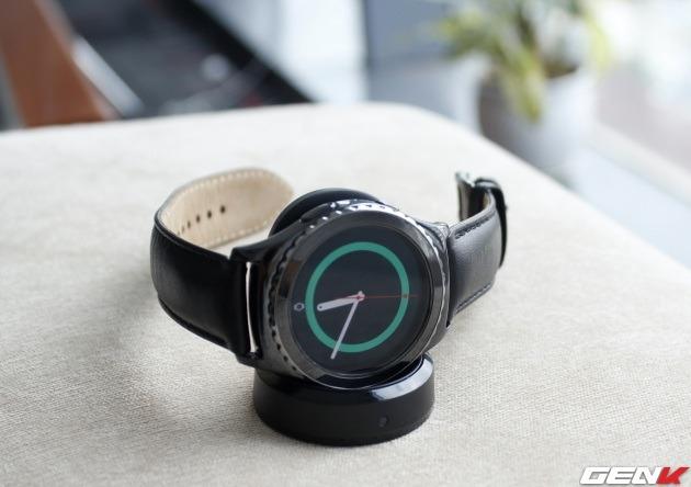 top 5 smartwatch dang mua nhat hien nay: smartwatch samsung gear s2