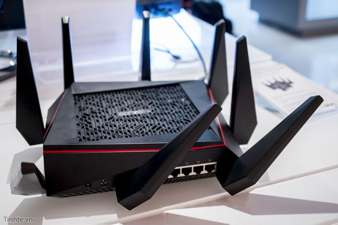 tren tay router wifi asus rt-ac5300 02