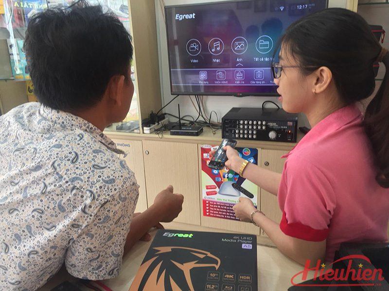 Egreat A5 Android TV Box kiêm đầu phát 4K HDR, đầu karaoke gia đình - Tặng chuột bay KM800 - khách hàng 02