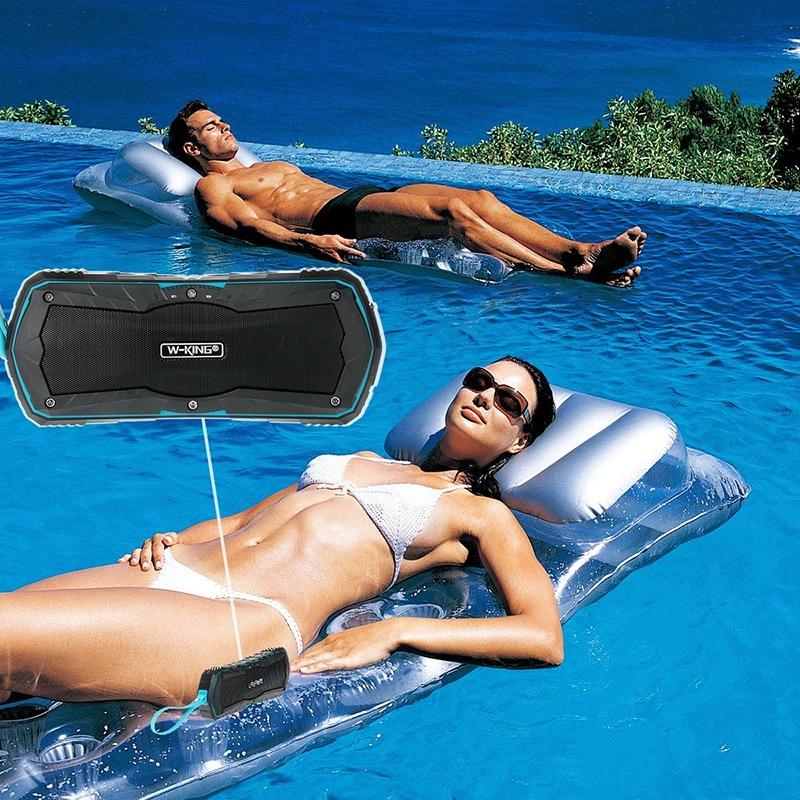 Loa Bluetooth di động trang bị khả năng chống nước theo chuẩn IPX6