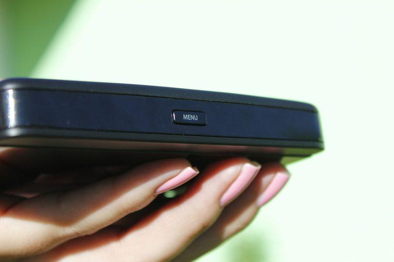 tp-link m7350 - bộ phát wifi di động 4g lte tốc độ 150mbps chính hãng - nút nguồn