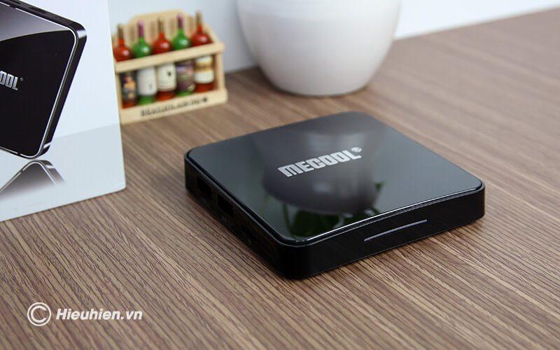 mecool km3 chạy hệ điều hành android tv 9 cùng cấu hình cao ram 4gb rom 64gb - đèn led