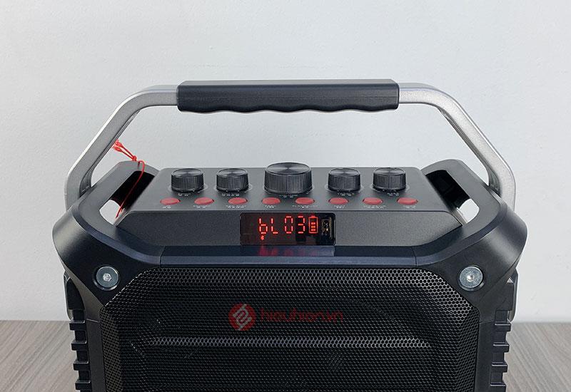 vimu k3h tích hợp đầy đủ các nút điều khiển âm lượng micro, echo, treble, bass và âm lượng loa tổng