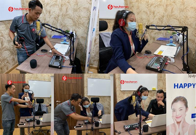 hiehien.vn lắp đặt combo micro thu âm tại nhà và hướng dẫn khách hàng sử dụng