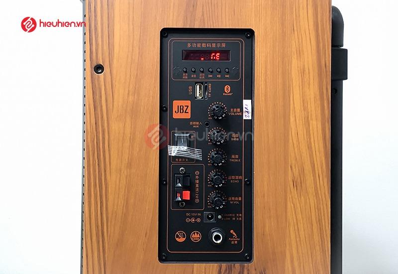 mạch công xuất, các phím điều chỉnh và cổng kết nối trên loa kéo jbz j7