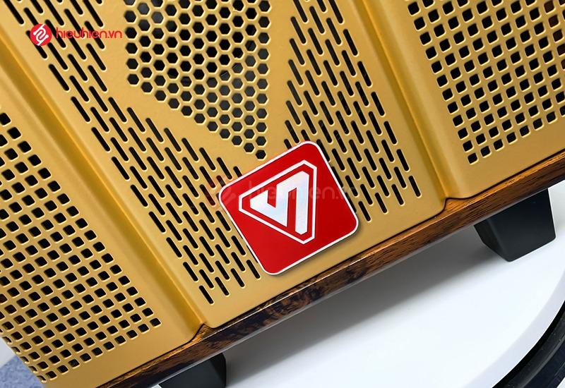 mặt trước loa ShengYou YS108, với logo nổi bật và tinh tế, ẩn bên trong là màng loa bass có kích thước 20cm